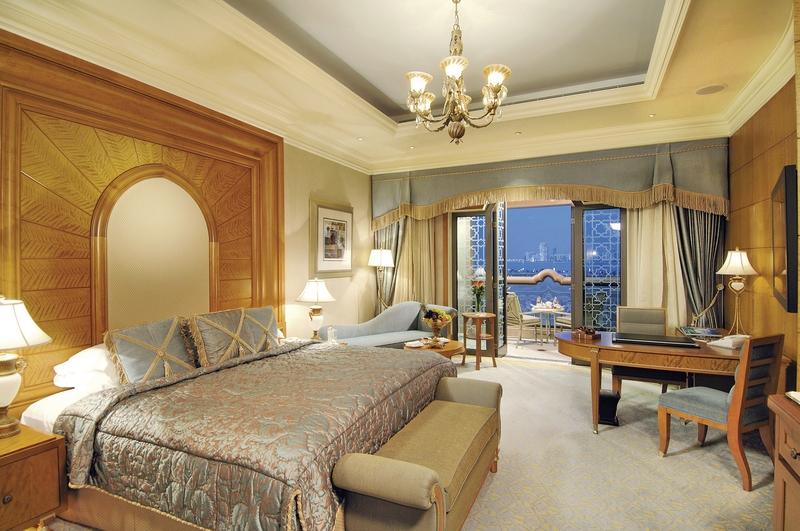 Abu Dhabi ab 1369 € 1