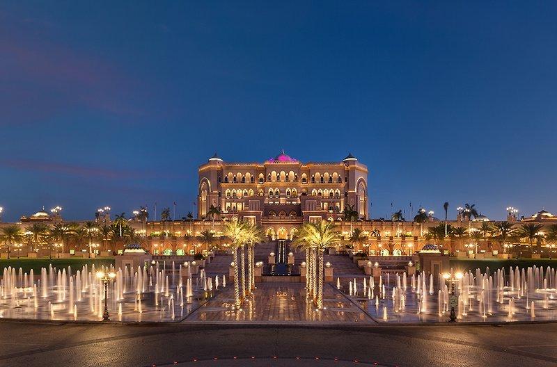 Abu Dhabi ab 1369 € 2