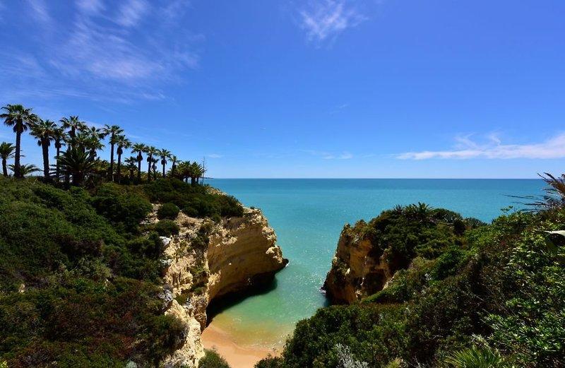 Alporchinhos - Praia da Senhora (Armação de Pêra) ab 218 €