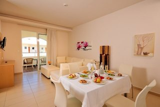 Hotel COOEE Afandou Bay & Suites Wohnbeispiel