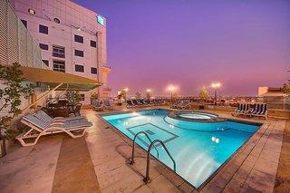 Hotel Grandeur Pool