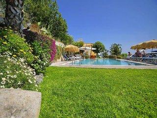 Hotel La Luna Pool