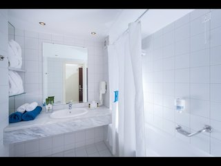 Hotel Avra Hotels Collection Hermes Hotel Badezimmer