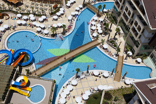 Hotel Crystal Palace Luxury Resort & Spa Pool