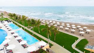 Hotel Millennium Resort Mussanah Strand