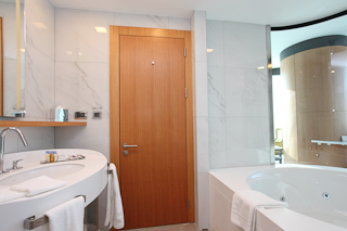 Hotel Doubletree by Hilton Istanbul Moda Badezimmer
