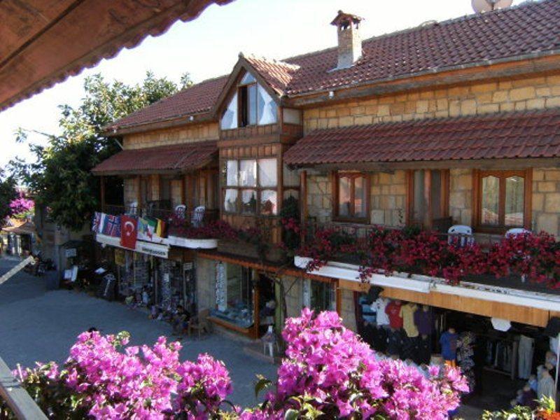 Antonios Motel Side
