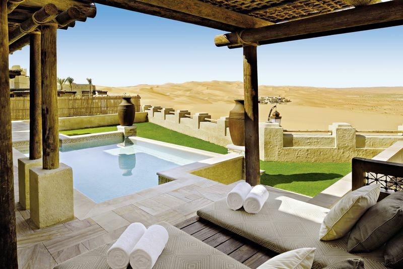 7-tägige Kombination: Anantara Qasr Al Sarab Desert Resort& Golden Tulip Media H Hotel