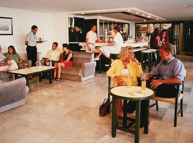 Alua Palmanova Bay Bar
