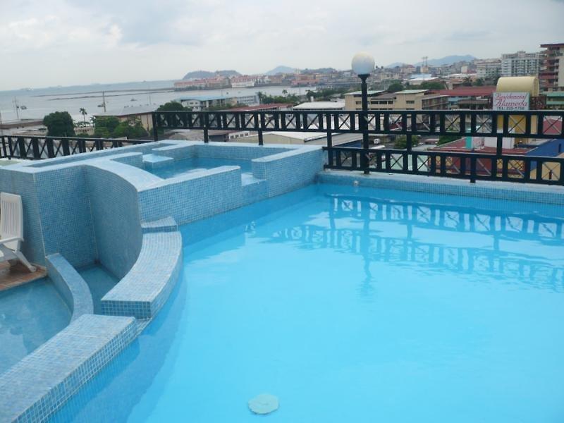 Hotel Bahia Suites Pool