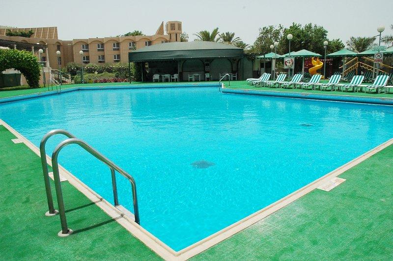 Crowne Plaza Bahrain Pool