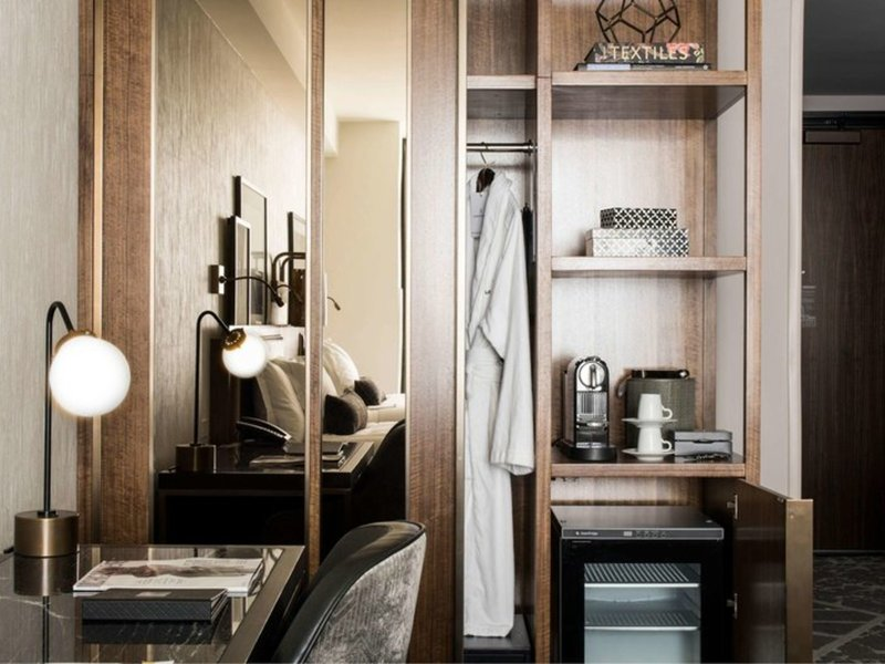 Londonhouse Chicago, Curio Collection By Hilton Badezimmer