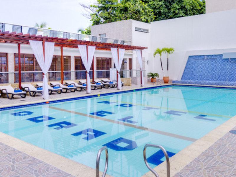 Dorado Plaza Pool