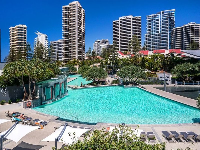 Q1 Resort & Spa Pool