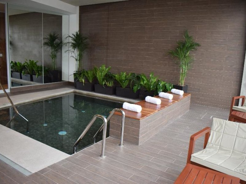 Holiday Inn Lima Airport Pool