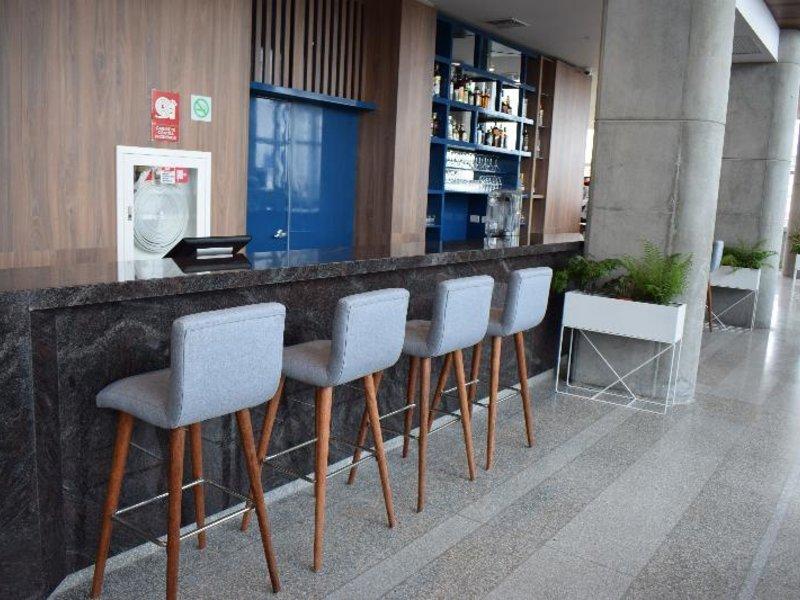 Holiday Inn Lima Airport Bar