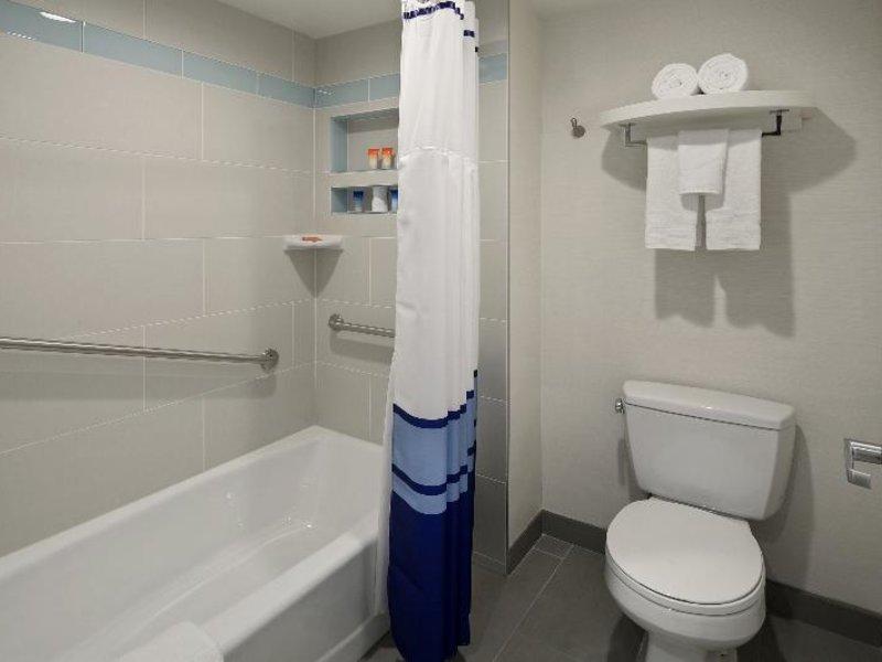 Tropicana Inn & Suites Anaheim Badezimmer