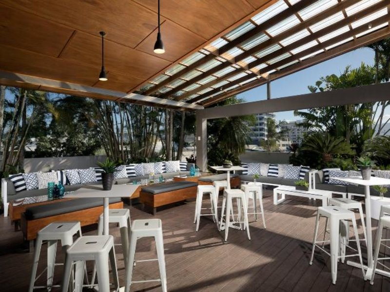 Rydges Plaza Cairns Bar