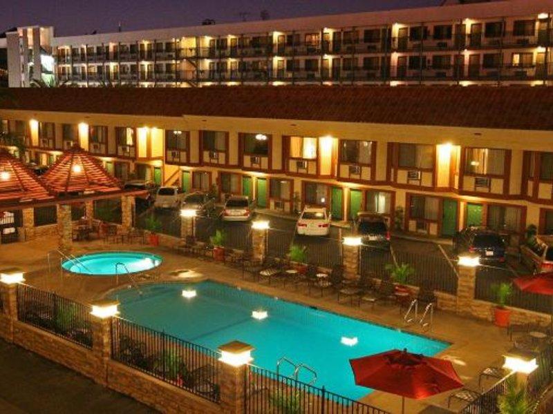 Tropicana Inn & Suites Anaheim Pool