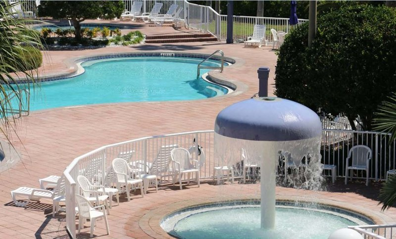 Clarion Suites Maingate Pool