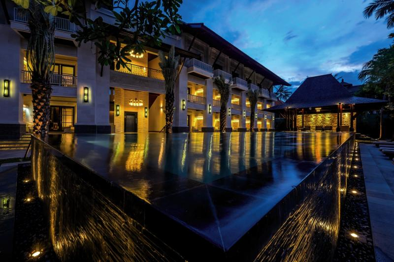 Puri Santrian a Beach Resort & Spa Pool