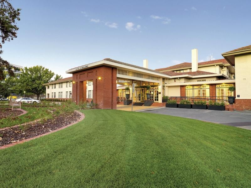 Hotel Kurrajong Canberra Außenaufnahme