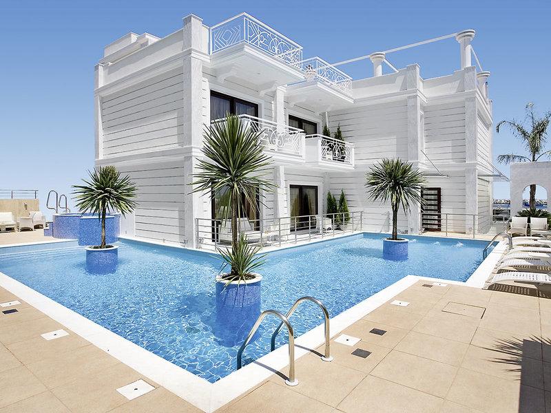 Royal Palace Resort & Spa Pool