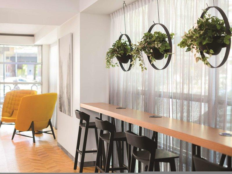 Adina Melbourne Northbank Bar