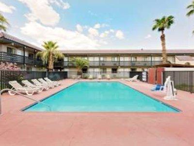 Days Inn & Suites Needles Pool