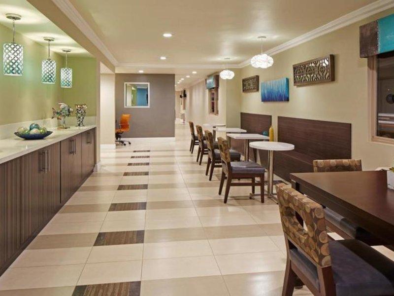 Eden Roc Inn & Suites Restaurant
