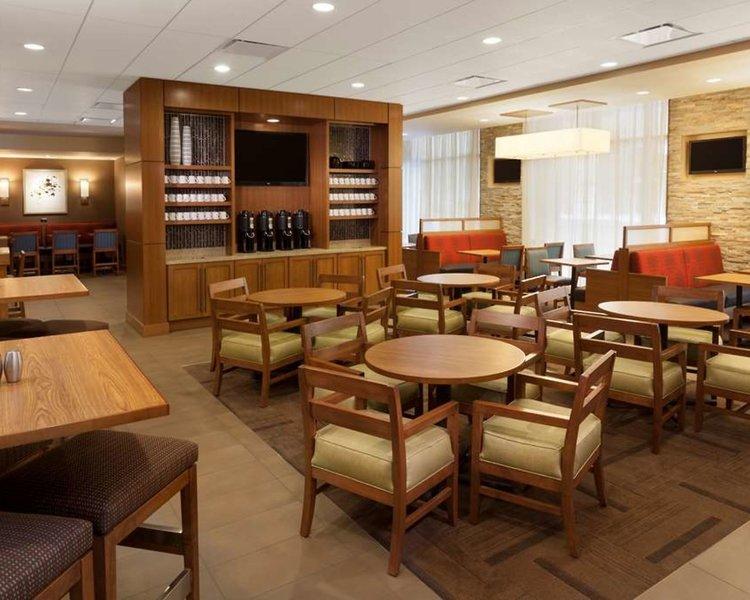 Hyatt Place Austin Downtown Bar