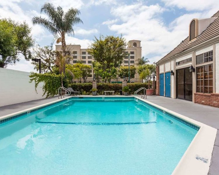 Travelodge Anaheim Convention Center Pool