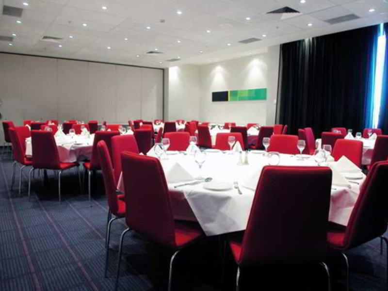 Waldorf Parramatta Apartment Hotel Konferenzraum