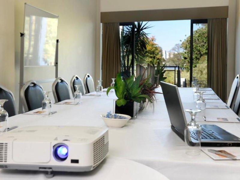 Assured Ascot Quays Apartment Konferenzraum