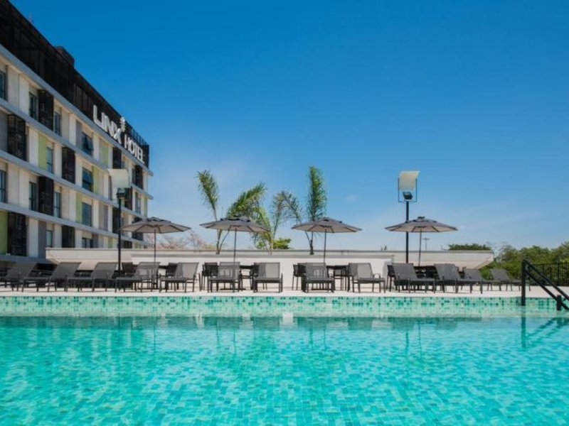 Linx Hotel International Airport Galeao Pool