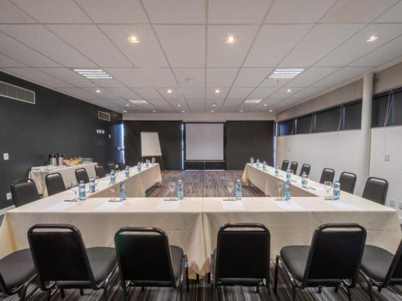 Linx Hotel International Airport Galeao Konferenzraum
