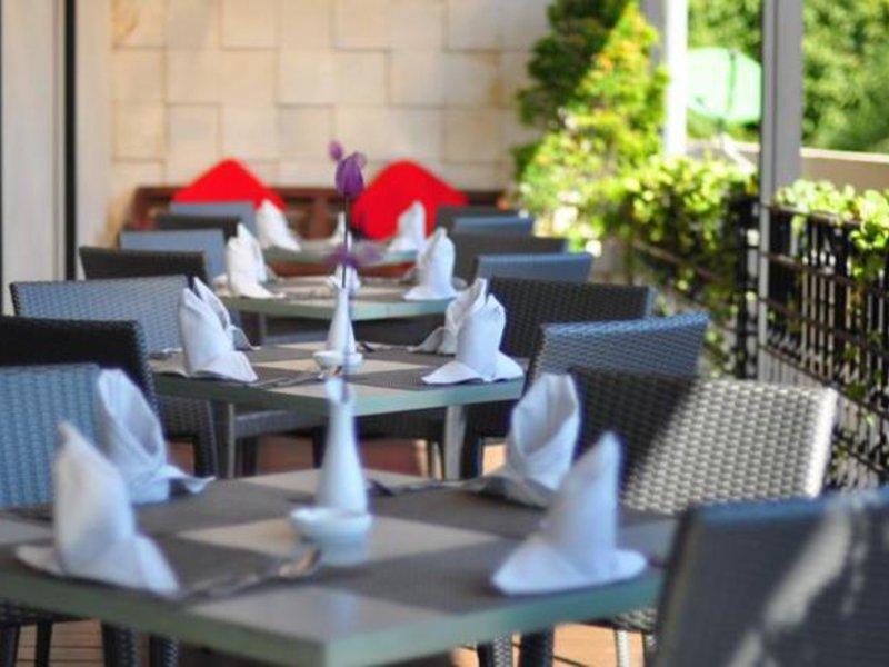Santika Jemursari Restaurant