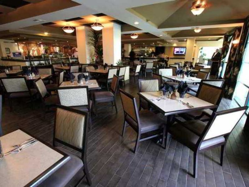 DoubleTree Suites by Hilton Doheny Beach Restaurant