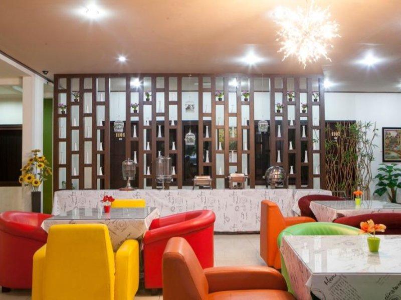 Rizh Garden Family Hotel by RedDoorz Bar