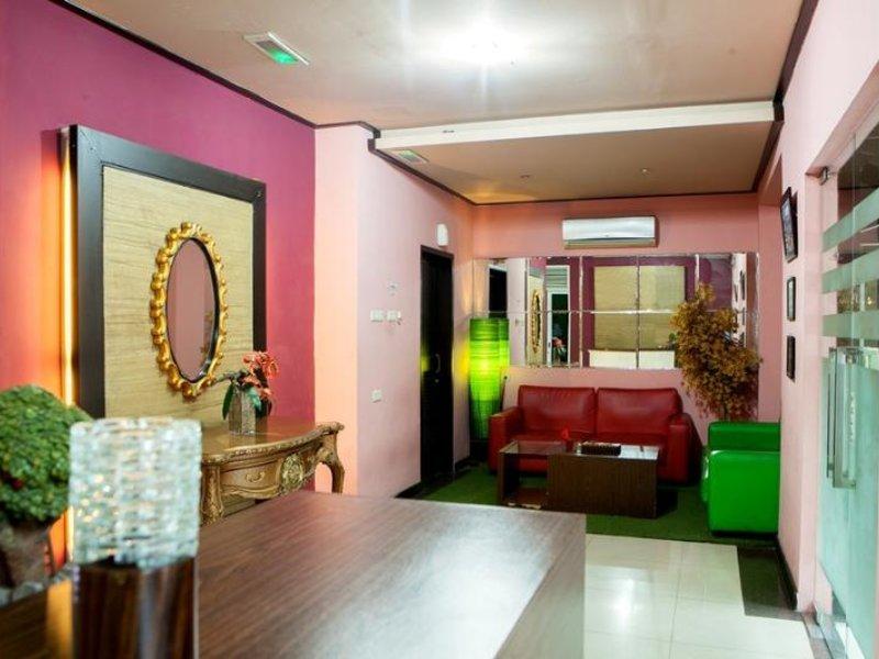 Rizh Garden Family Hotel by RedDoorz Lounge/Empfang