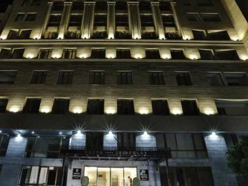 Paris Hotel Yerevan Außenaufnahme