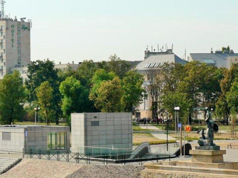 Logos Warszawa Außenaufnahme