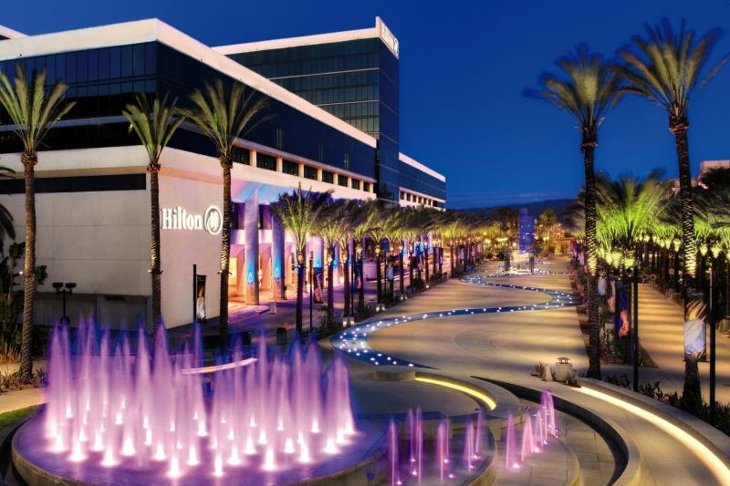 Hilton Anaheim Pool