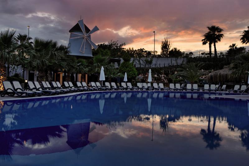 Alba Royal - Erwachsenenhotel Pool