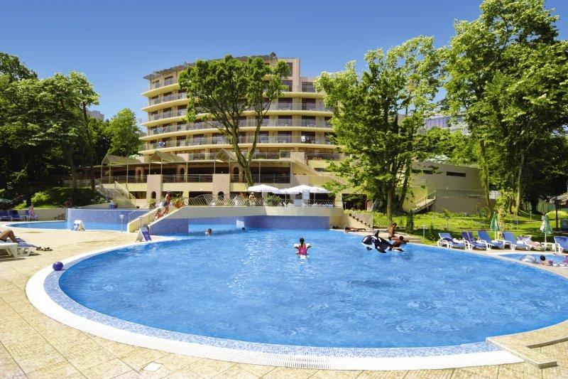 Kristal Goldstrand Pool