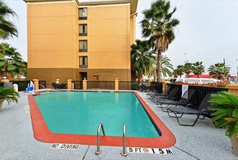Comfort Inn & Suites Southwest Fwy at Westpark Pool