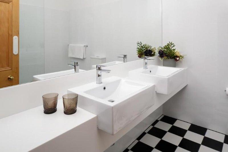 Rydges Hobart Badezimmer