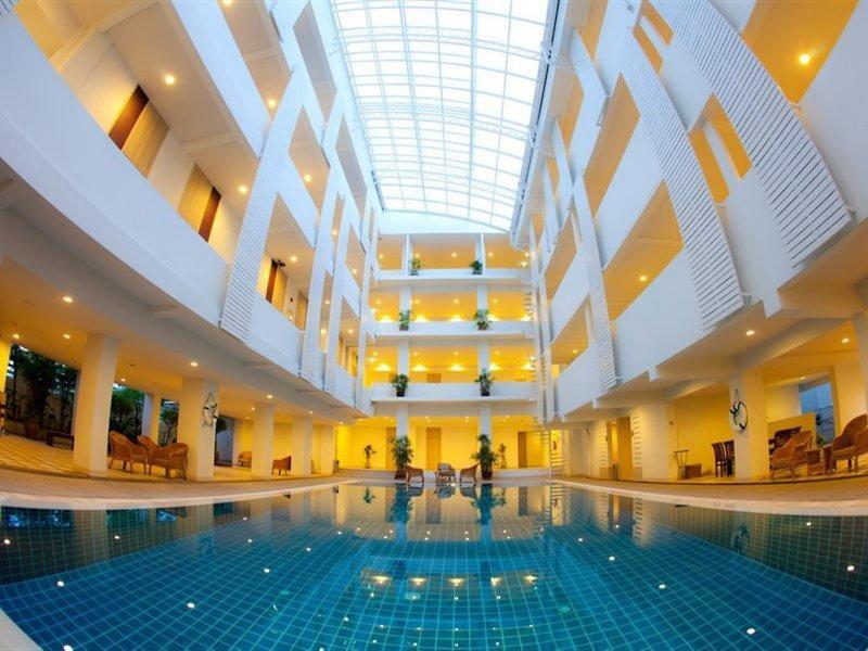 Trang Hotel Bangkok Hallenbad