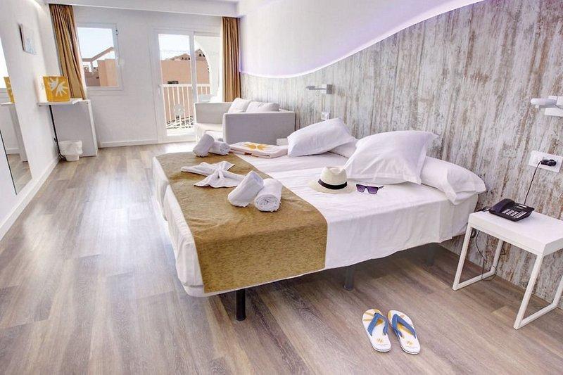 R2 Bahia Cala Ratjada Design Hotel - Erwachsenenhotel Wohnbeispiel
