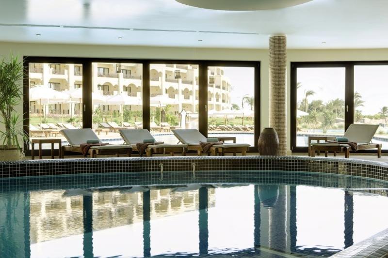 Steigenberger Al Dau Beach Hotel Hallenbad